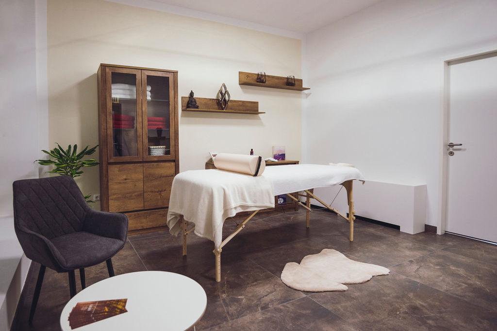 Massagestudio mit Massagetisch in Steyr